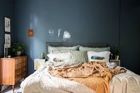 doppelbett und retro kommode im bild kaufen 12684168