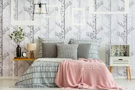 feminine wald inspiriert schlafzimmer stockfoto und mehr bilder ast pflanzenbestandteil
