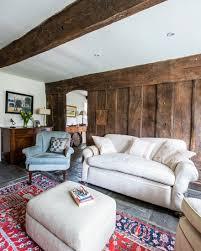 rustikales wohnzimmer mit hellem bild kaufen 11399815