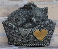katzen urne grau als katzen engelfigur und gravurplatte tierurne