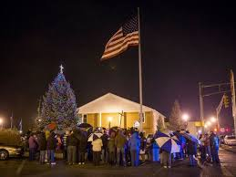 636173175256657183 Knightstown 03JPG Residents Gathered At The Town Christmas Tree Topped With Controversial Cross