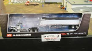 100 Dcp Trucks DCP34104 OWNER OPERATOR PETE 379 SEMI CAB TRUCK COMMANDER GRAIN