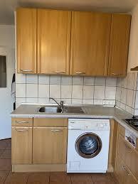 küche mit geräten waschmaschine spülmaschine gasherd backofen