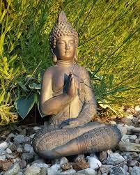 sitzender buddha statue meditation für garten und raum