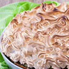 baiser kuchen mit roter stachelbeere raffiniertes backwerk