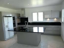 cuisine grise et plan de travail noir cuisine plan de travail granit granit noir poli