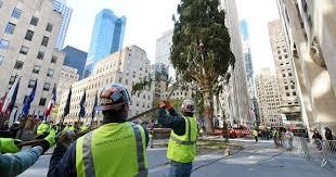 Rockefeller Christmas Tree Lighting 2018 by Christmas Christmas Rockefeller Center Tree Arrives In Nyc Ap