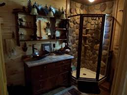 Rustic Cabin Bathroom Lights by Best 25 Rustic Cabin Bathroom Ideas On Pinterest Cabin