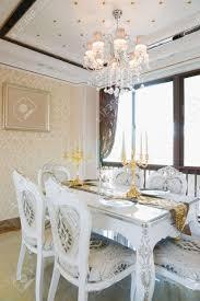 das esszimmer mit luxus dekoration und schöne möbel