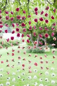Dekoideen Garden Party Flower Chains Elegant Stylish