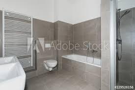 badezimmer modern hell stock foto adobe stock