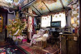 100 Tiny House On Wheels Interior Peek Inside This Decorated For Christmas
