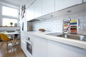 d o murale cuisine faience pour cuisine blanche 10 carrelage mural metro blanc noir