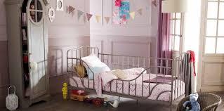 couleur parme chambre déco de chambre pour enfant le charme du parme femme actuelle