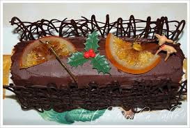 decorer une buche de noel bûche de noël à l orange grand marnier et ganache chocolat noir