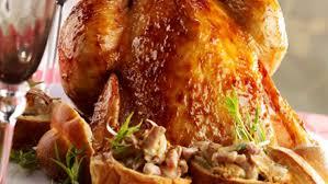 cuisiner le chapon chapon rôti forestière recette sur cuisine actuelle