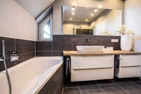 8 badezimmer grau weiß holz badezimmer badezimmer badezimmer