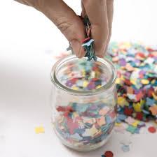que faire avec des pots de yaourt en verre fabriquer des bougeoirs avec des pots de yaourt diy faites le