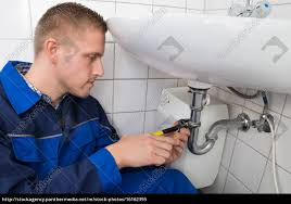 stockfoto 16162395 klempner reparieren waschbecken