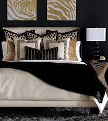 dunkles schlafzimmer schwarz gold kissendekoration