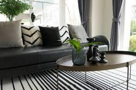 wohnzimmer idee moderne deko auf dem wohnzimmertisch