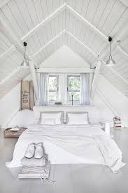 Bedroom Ceiling Ideas Pinterest by Best 25 Slanted Ceiling Bedroom Ideas On Pinterest Slanted