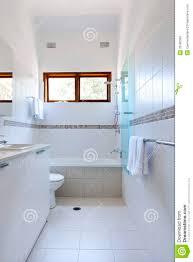 weiße badezimmer fliesen stockfoto bild toilette 33586302