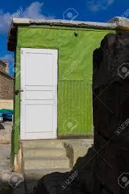 100 Dorr House White Dorr And Green Wall