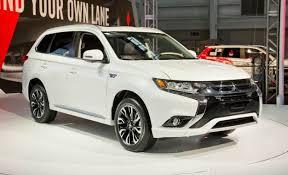 2017 Mitsubishi Outlander PHEV Debuts in New York – News – Car and