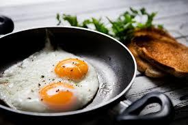 cuisiner des oeufs comment cuire un oeuf à la perfection sur orange tendances cuisine
