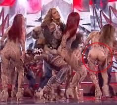 siege social jennyfer s back up dancer s trousers split during amas