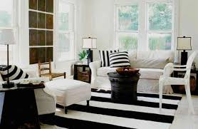 decoration salon noir et blanc great tapis moderne rayures en