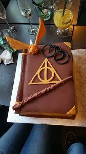 gâteau harry potter cake grimoire fait en pâte à sucre