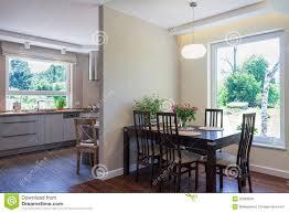 heller raum esszimmer und küche stockfoto bild