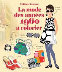 Femme Regarde à Travers Des Lunettes De Soleil Imitation De Style