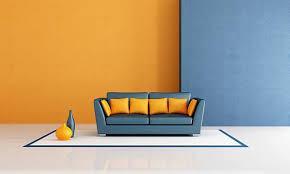blaues sofa gegen orange wand 1270002 stock foto
