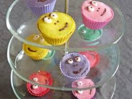 gâteau d anniversaire et cupcakes barbapapa décoration pâte d