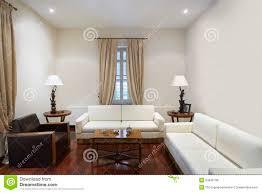 wohnzimmer im kolonialstil haus stockfoto bild wohn