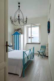 maritimes schlafzimmer in blau weiß mit bild kaufen