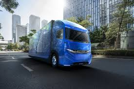 100 Fuso Truck Daimler Shows Off An Electric Truck Ahead Of Tesla The Verge