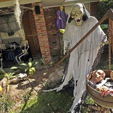 12 Utterly Creepy Halloween Yard Decorations You Need This Year