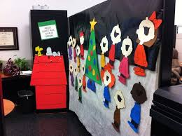 Christmas Office Decorating Ideas For The Door by 21 Best Creative Office Christmas Decorating Ideas Images On