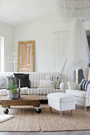 weisser polsterhocker sessel und sofa bild kaufen