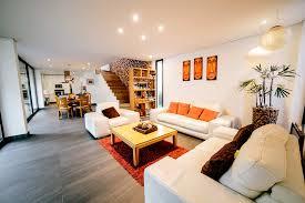 goo arquitectos minimalistische wohnzimmer fliesen weiß homify