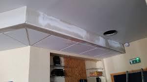 cuisine faux plafond suspendu en plaque de plã tre est isolation