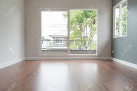 abstrakt unschärfe leer tür im wohnzimmer interior hintergrund