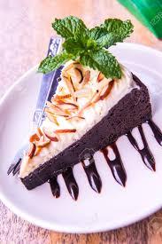 brownie käse kuchen mit mandel topping thailand