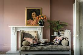 traditionelles wohnzimmer in sulking room pink traditional