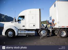 Black Truck With Trailer Stock Photos & Black Truck With Trailer ...