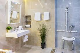 barrierefreie dusche badewanne und wc heimhelden